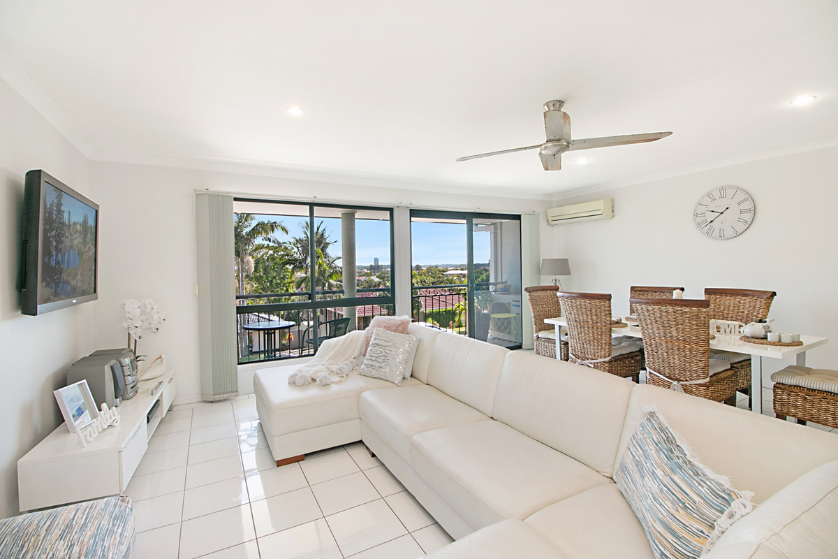 2/32 Honeymyrtle Drive Banora Point