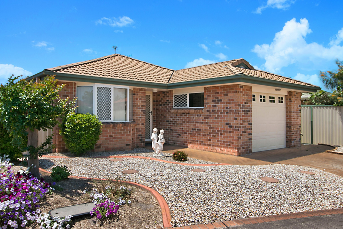 4/12 Kentia Crescent Banora Point