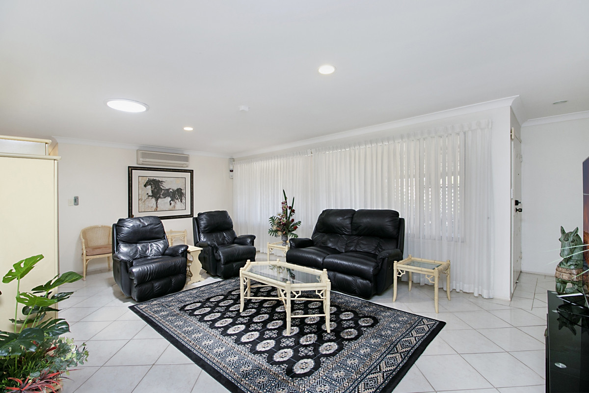 2/2 Muirfield Place Banora Point