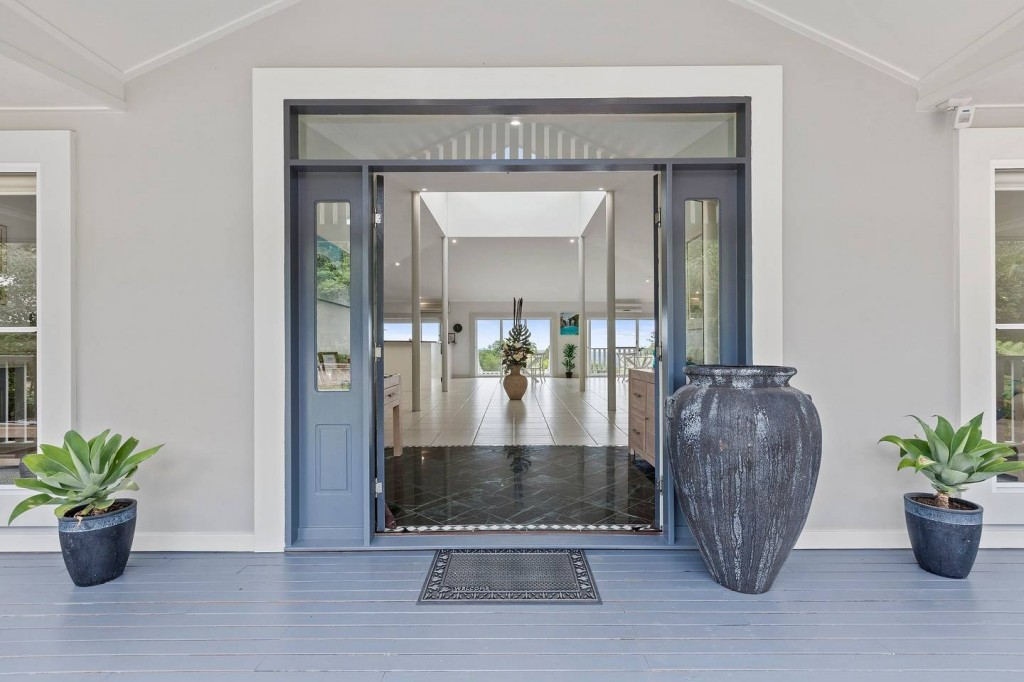 Attractive Front Entry Space