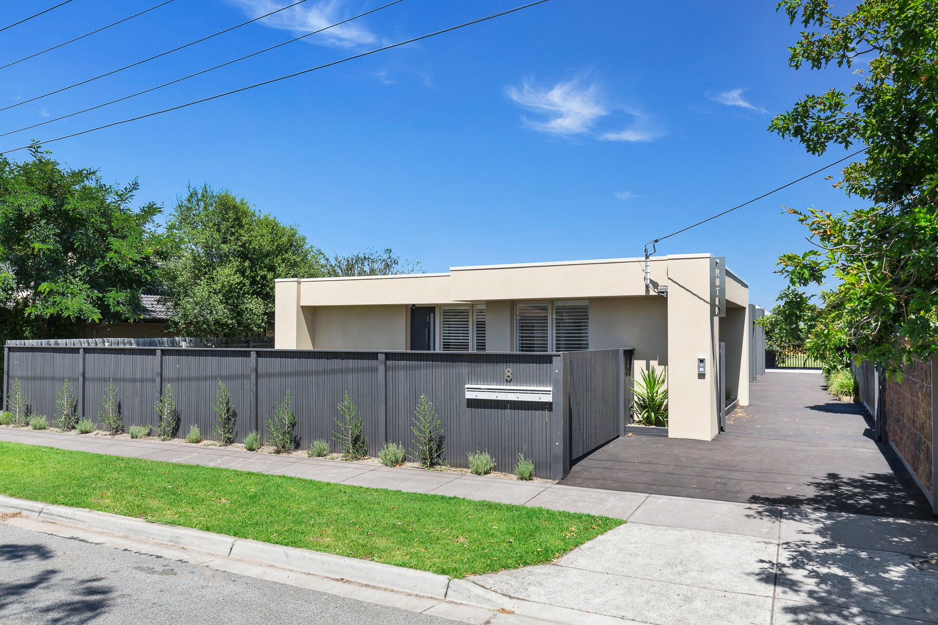 4/8 Millicent Avenue CARRUM