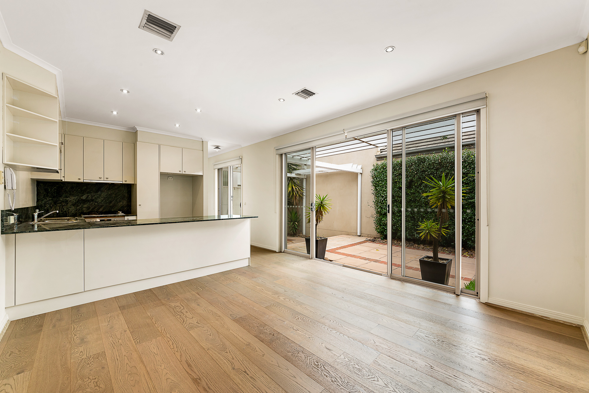 87 The Crescent PORT MELBOURNE