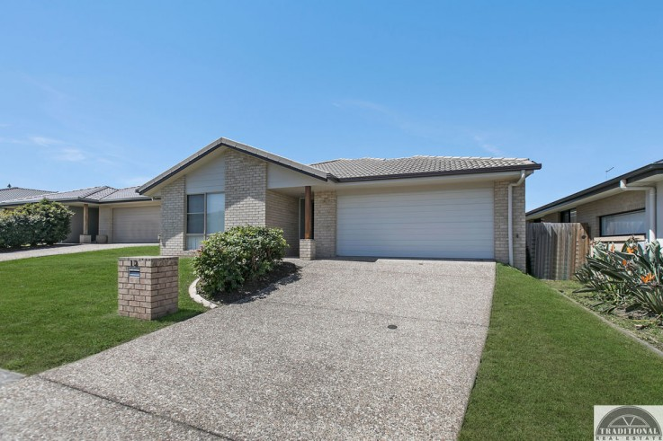 12 Pimpama Rivers Drive