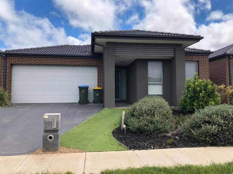 19 Selleck Drive POINT COOK