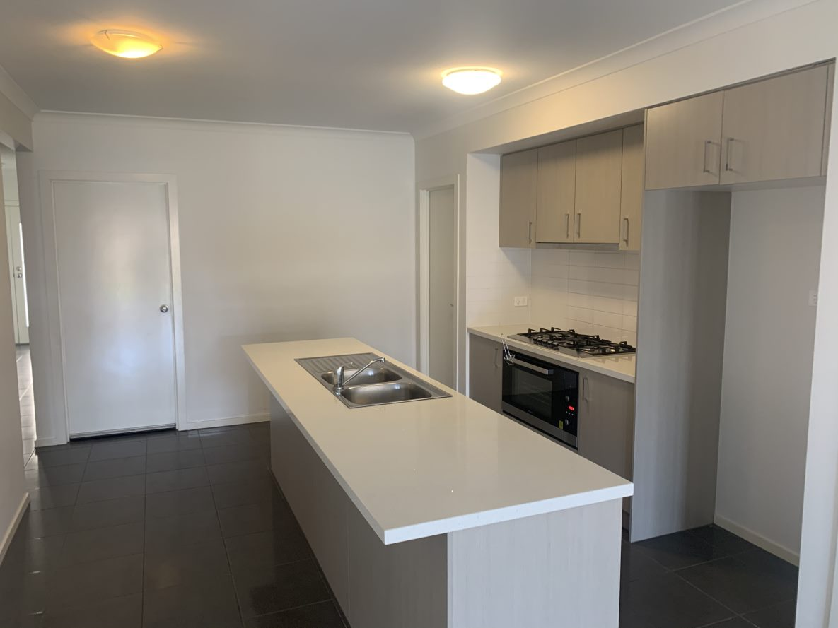 8 Ostend Crescent POINT COOK