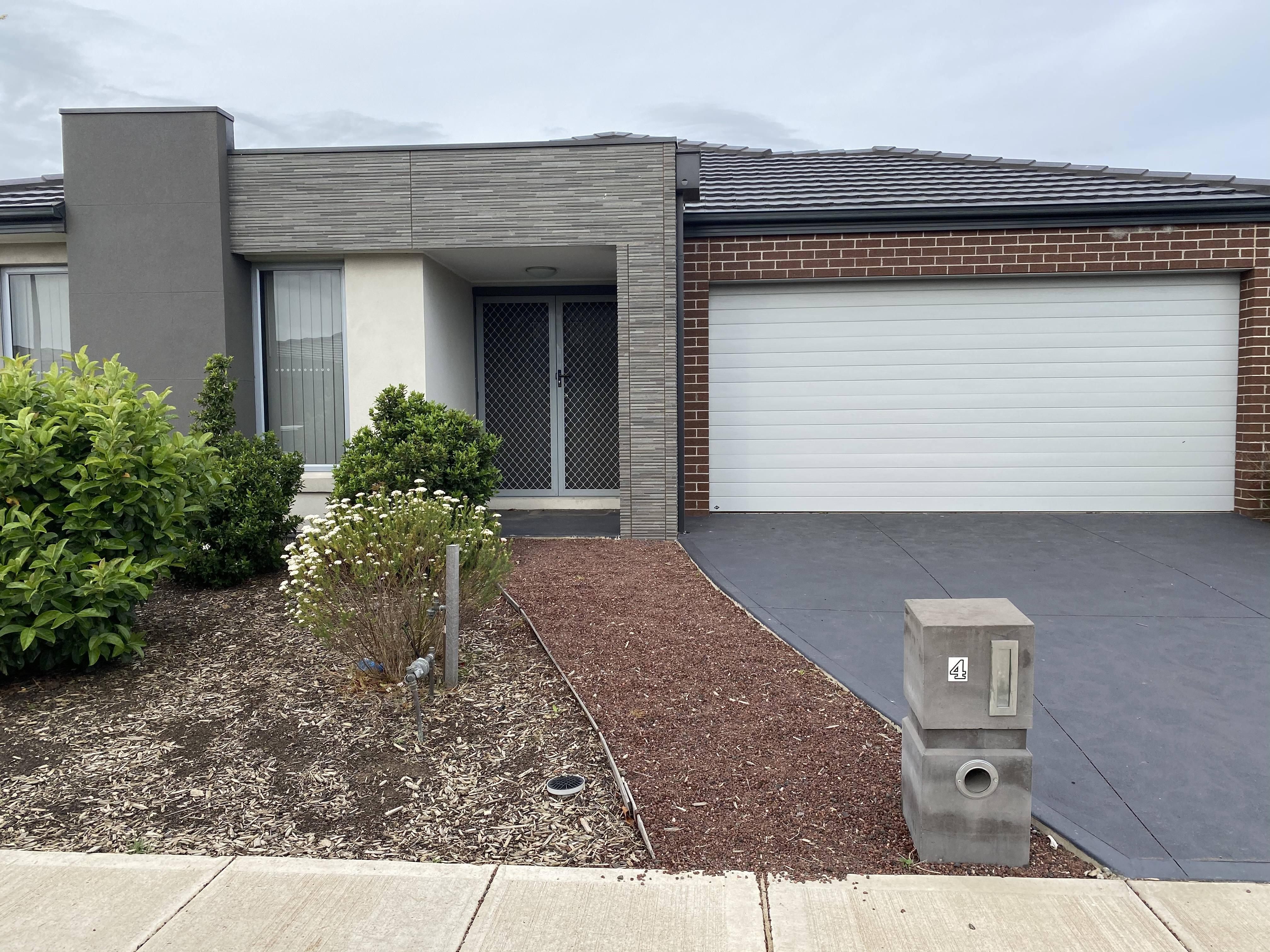 4 Selleck Drive POINT COOK