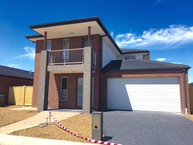 12 Selleck Drive POINT COOK