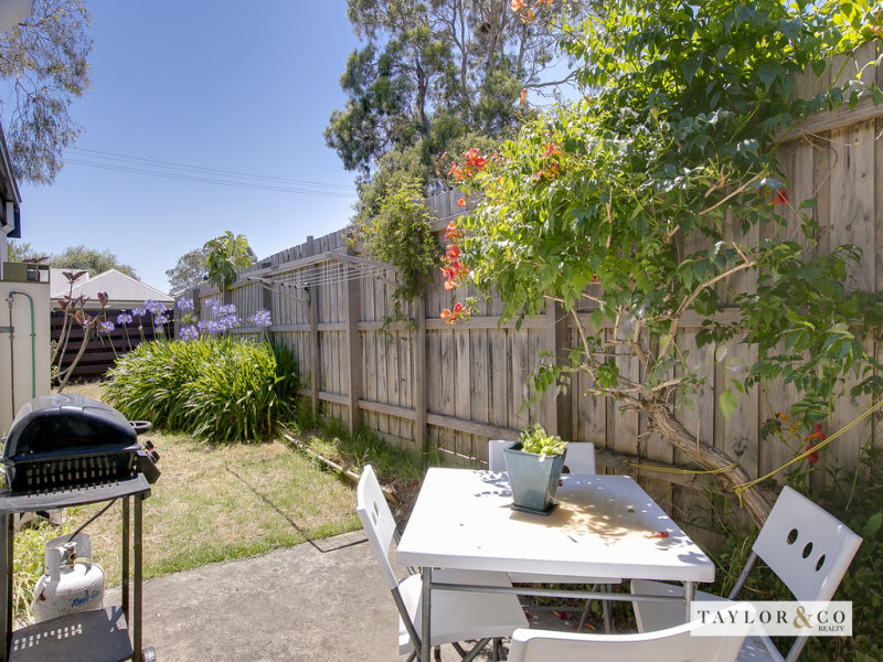 1/4 Oakland Street MORNINGTON