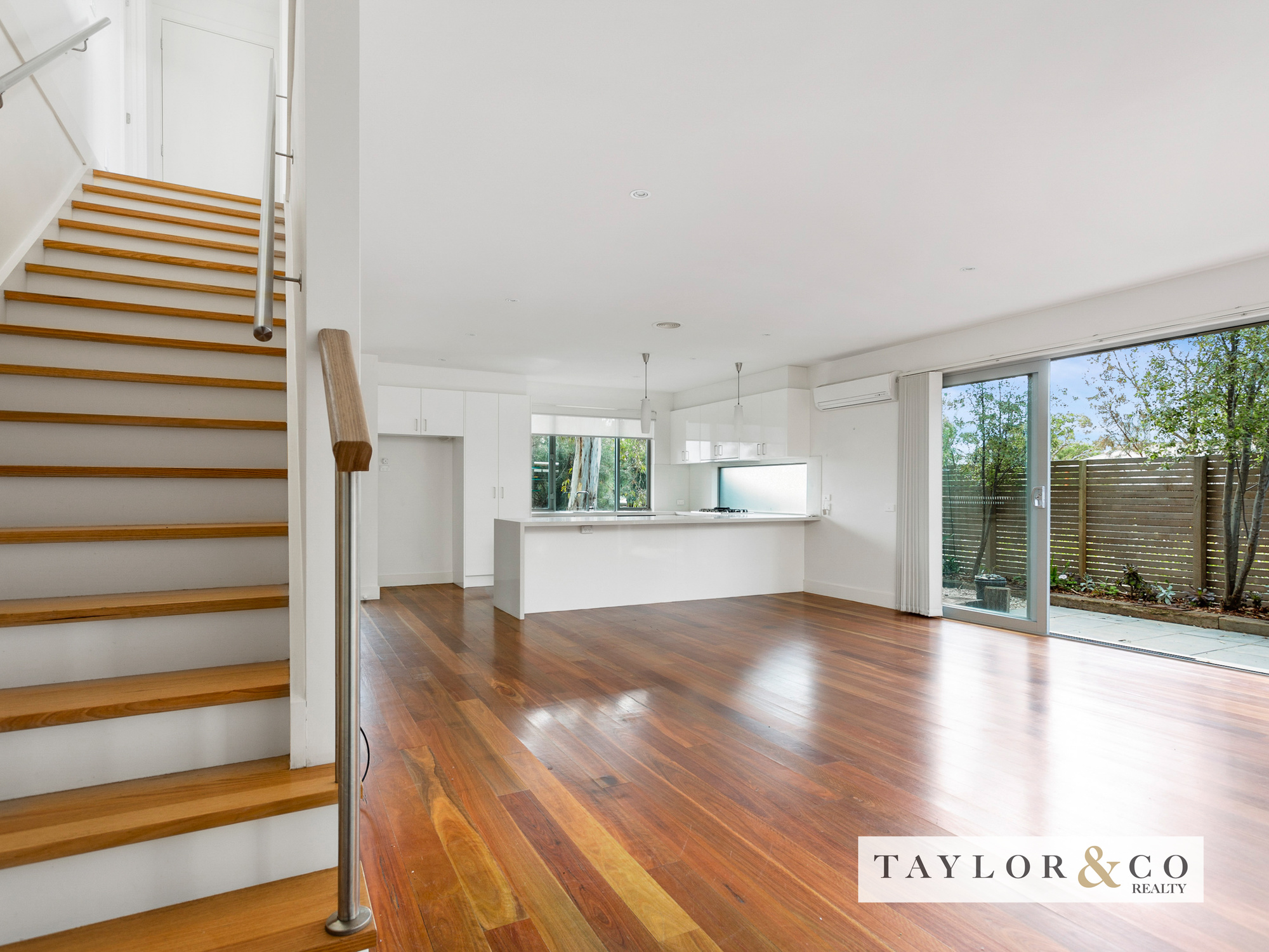 4/187-189 Mount Eliza Way MOUNT ELIZA