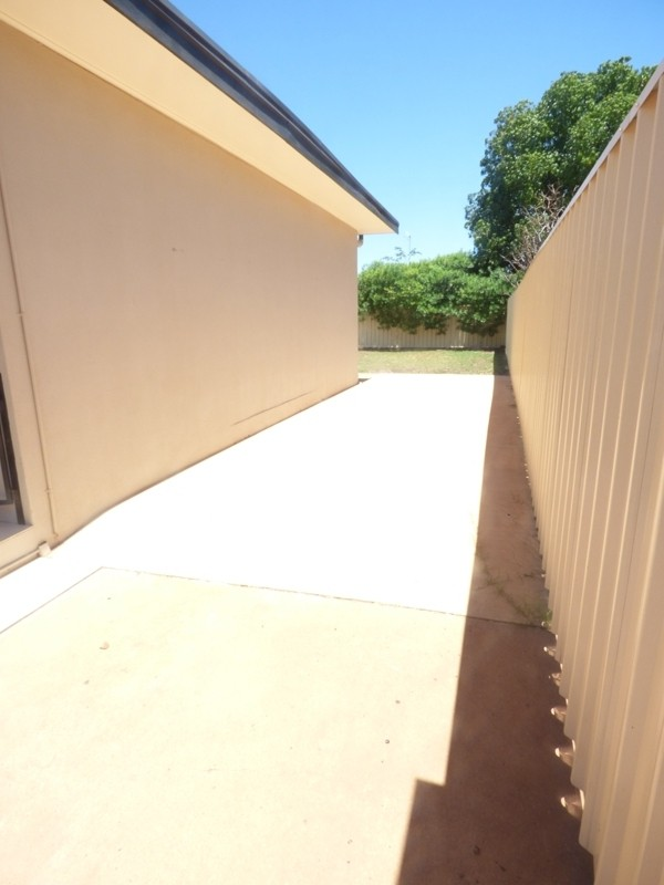 2/17 Banks Crescent MOUNT ISA
