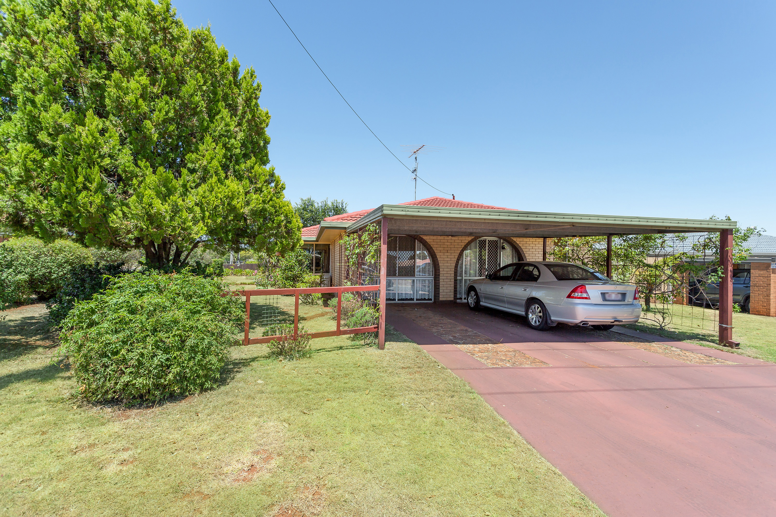 18 Barooga Ct WILSONTON HEIGHTS