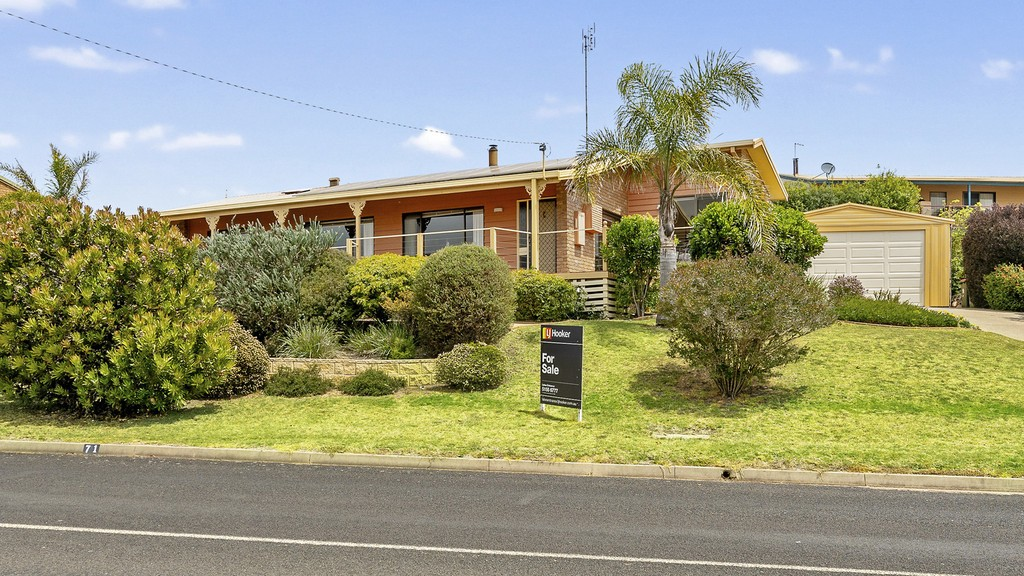 71 Lakeside Drive LAKE TYERS BEACH