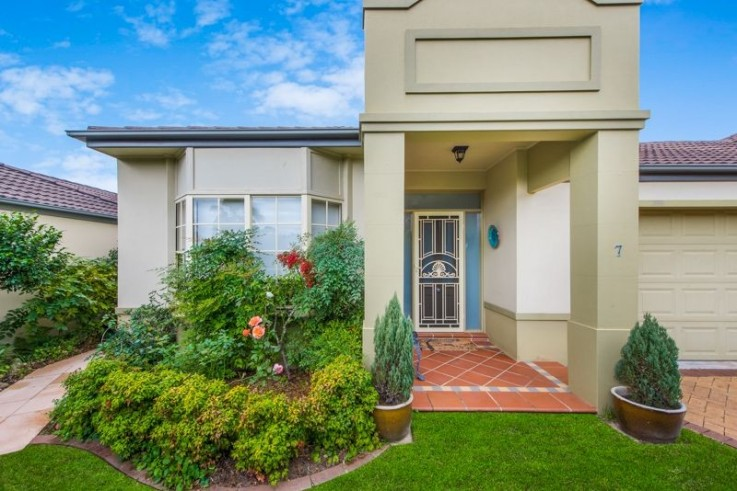 7/11-15 Curragul Road