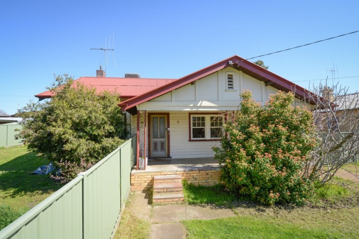8 Spring Gully Road