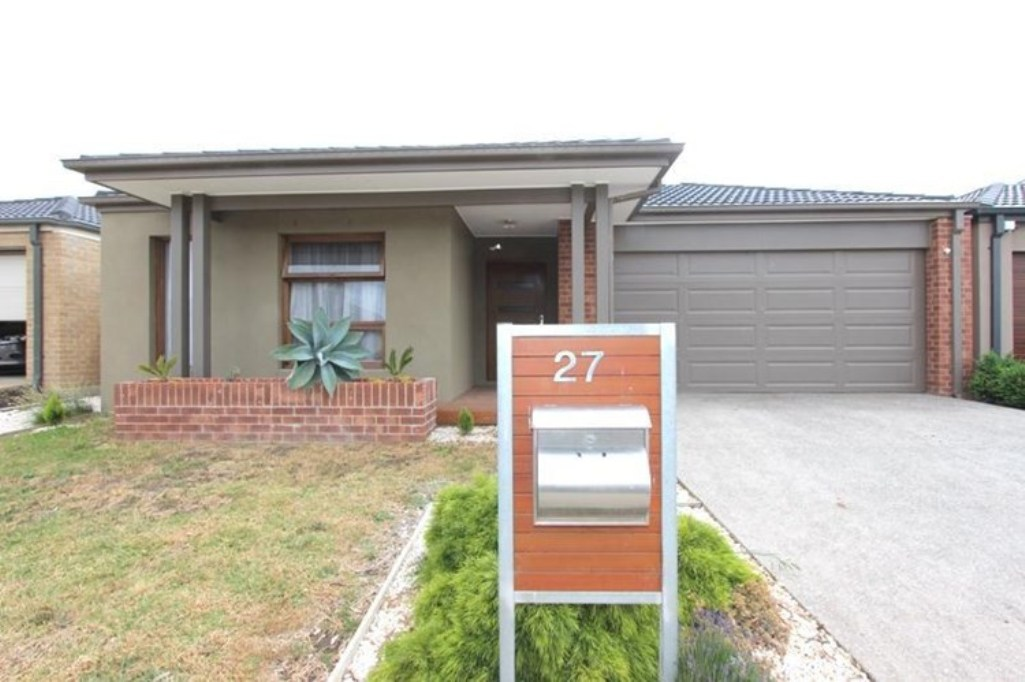 27 Stoneyfell Road POINT COOK