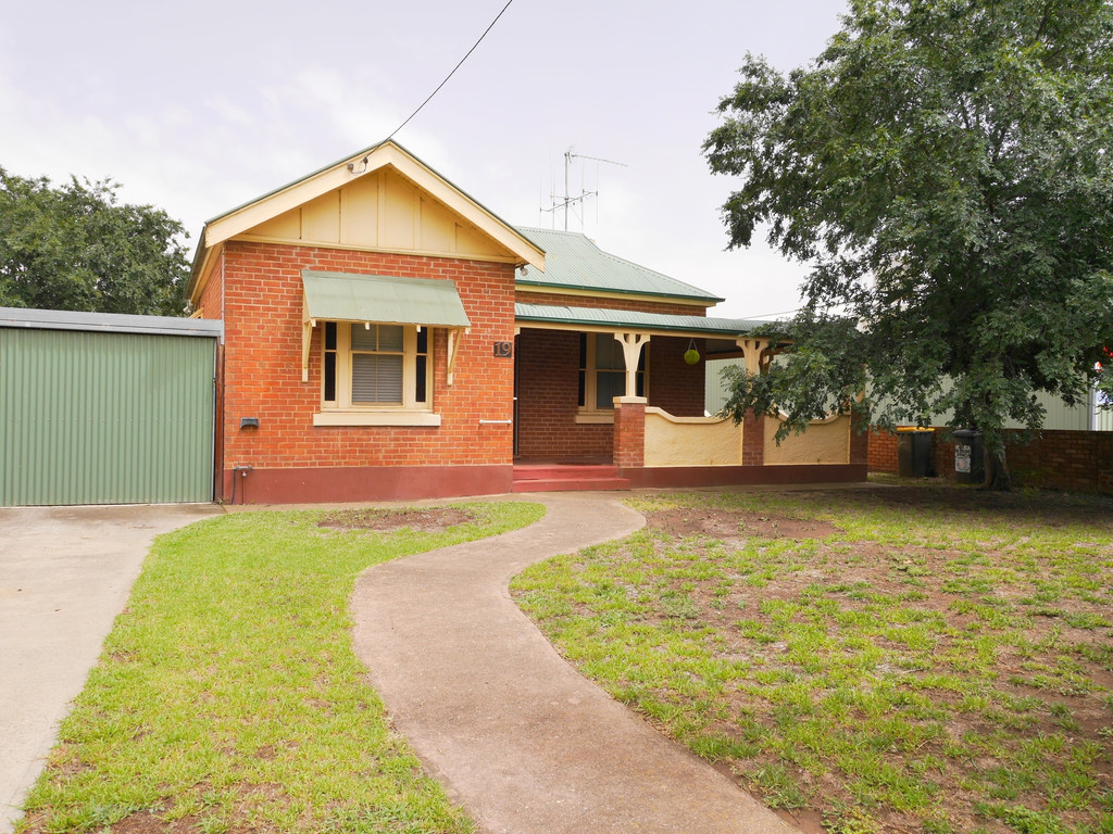 19 Young Road COWRA