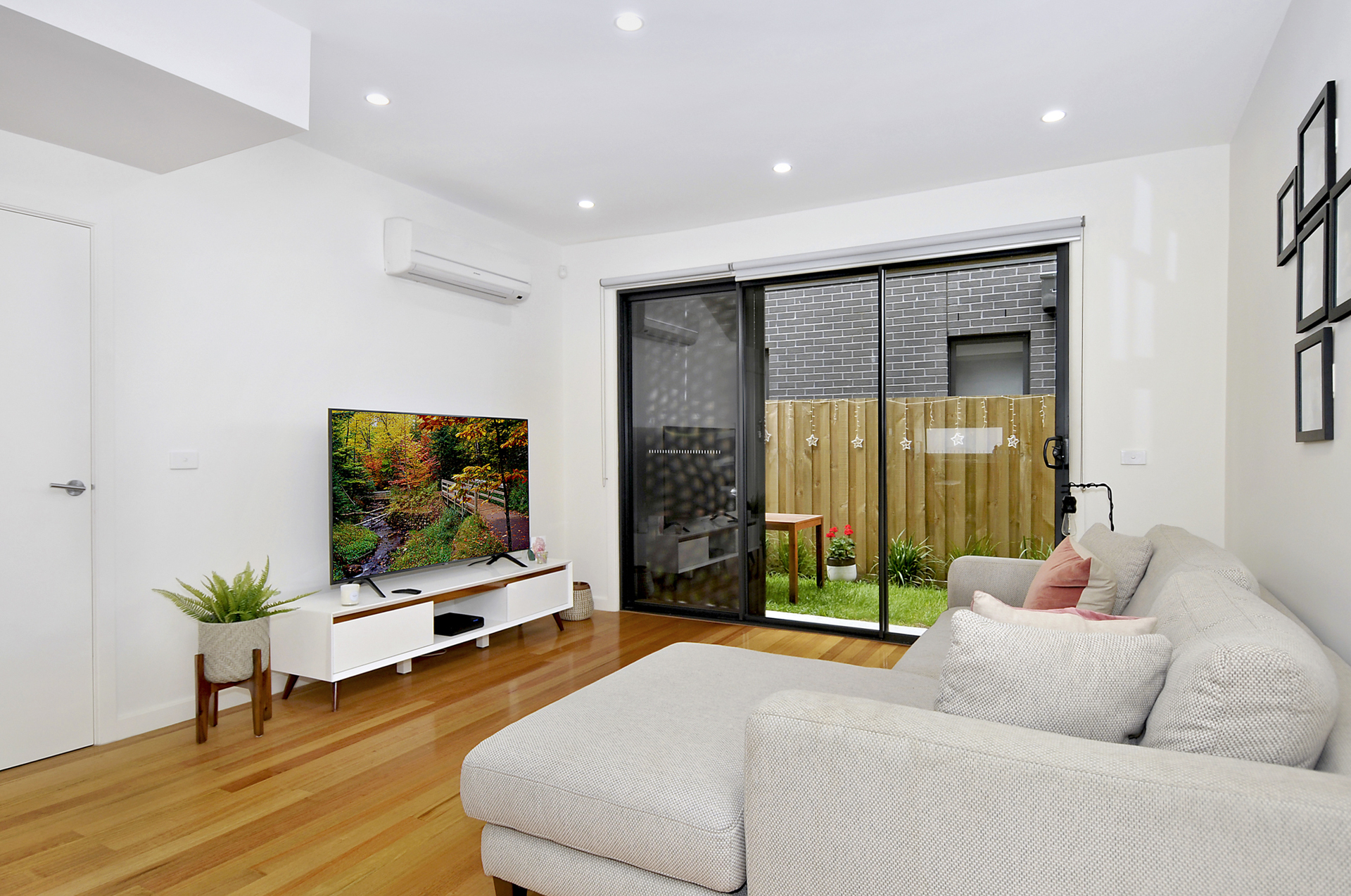 2/2 Barrys Lane COBURG