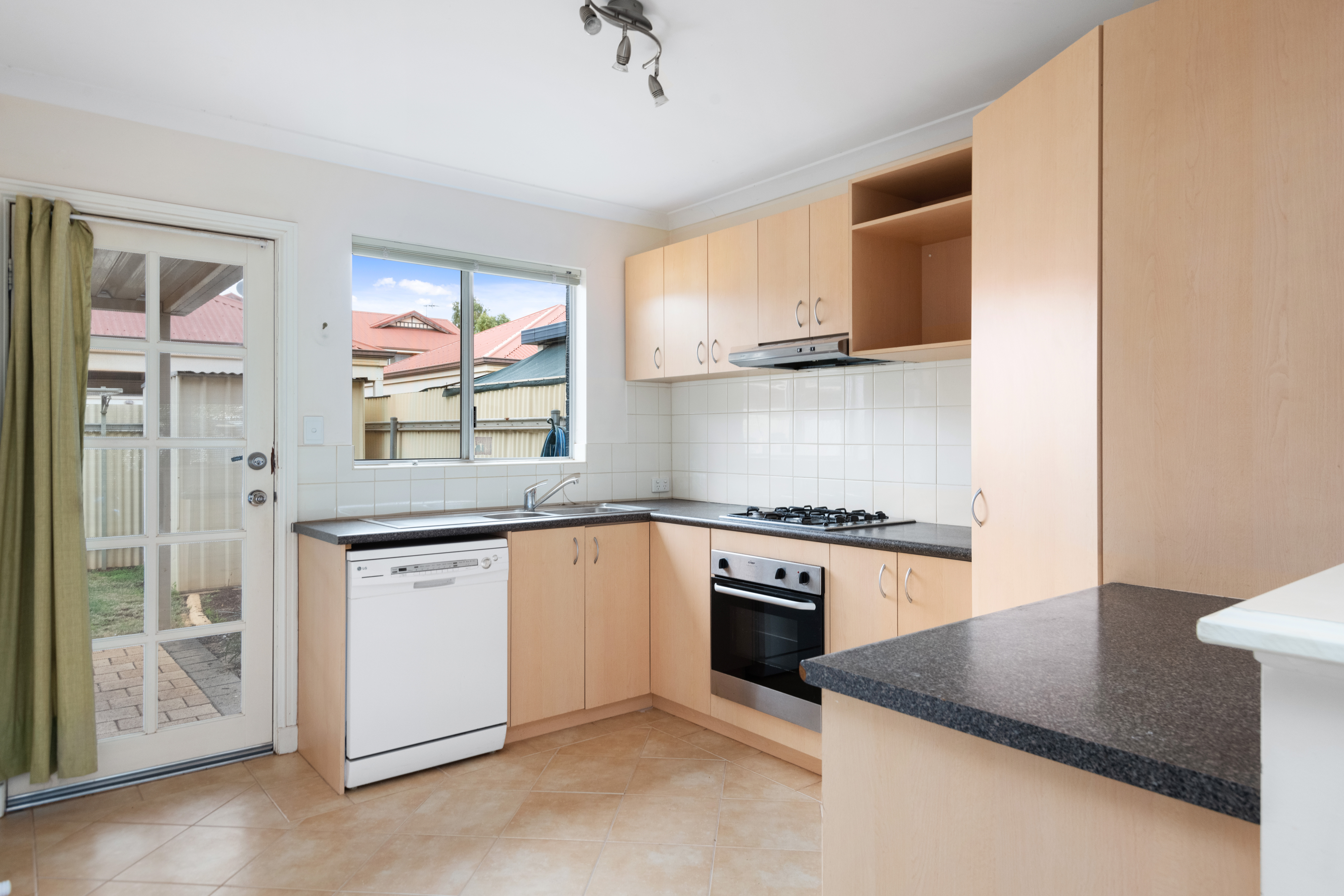 3/243 Piccadilly Street West Lamington