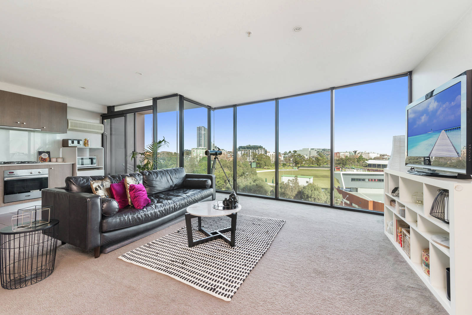 705/83 Queens Road MELBOURNE