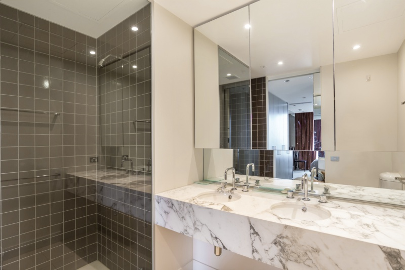3805/1 Freshwater Place SOUTHBANK