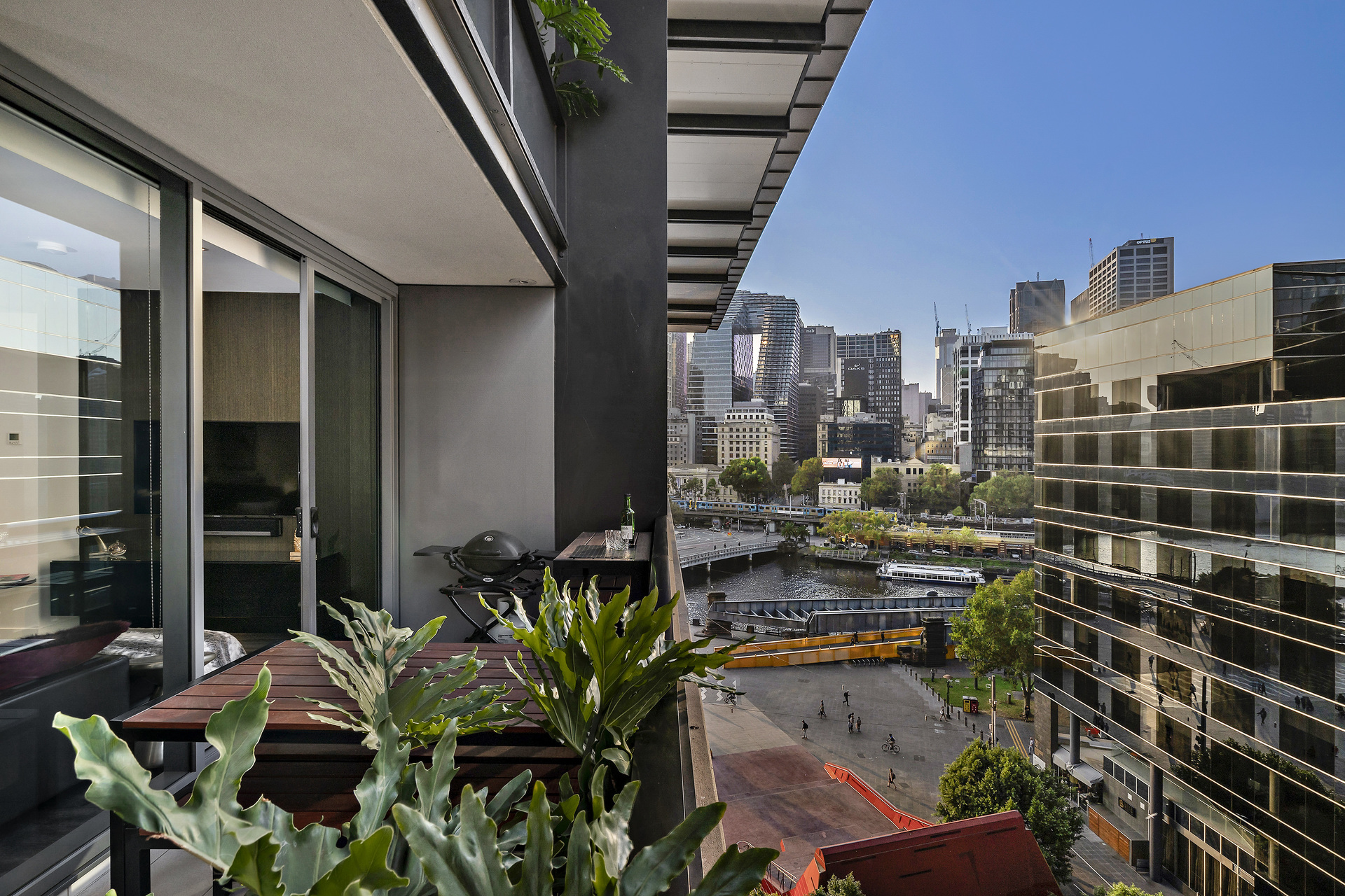 804/1 Freshwater Place Southbank