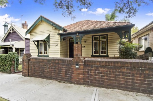 406 YOUNG STREET ANNANDALE - Rental - First National Real Estate Garry White